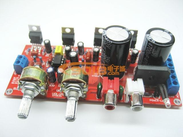 商品介绍: 本套件采用四颗原装进口意法半导体TDA2030A,其中两颗负责左右卫星声道的中高音音频放大,功率最大2*18W,另外两颗组成BTL低频放大,功率最大36W。低音部份的处理采用原装进口(TI品牌)双运放电路NE5532,其他元件均采用优质品牌器件,保证的声音的还原。为方便用户连接音源设备,本套件采用了RCA插座。两个电位器分别控制总音量与重低音音量,(本电路非传统使用RC通过电位器来调节高低音频率,电路上做了中高音处理,低音电路使用低通滤波器,不需要另外增加高音电位器)本套件同时可兼容使用TDA