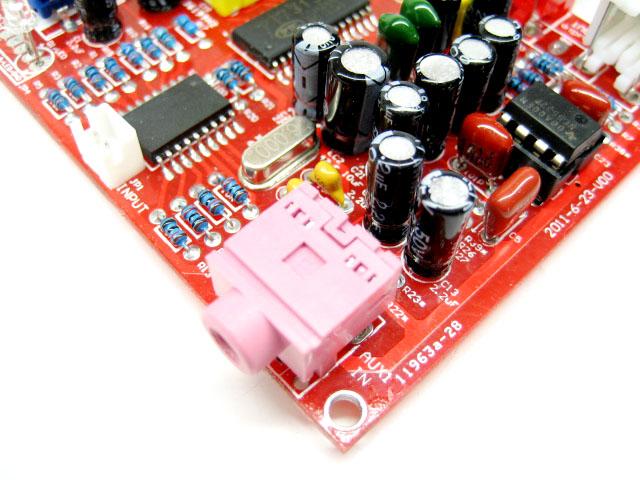 PCB规格:长约84MM宽约65.5MM  高、低音及总音调节由一个带轻触按键的编码器完成,可循环选择调节音效。两路外接音频输入由一个轻触按键选择,默认为AUX输入1状态,按一下则切换到AUX输入2状态。  3.5音频信号输入座,可选为排线引出RCA输入座:  3P-5.0音频输出座,可换成RCA输入座:    2P-5.