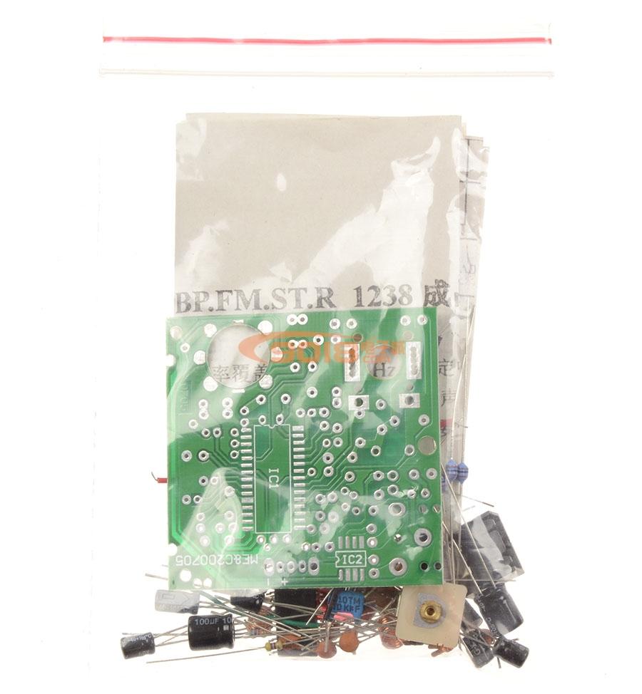 该接收机为套件,需自己焊接调试,该接收机体积只有BP机般大小,带腰扣,外形尺寸为8X5.5X1.5cm,接收集成采用CXA1238M(或CXA1538M)及TDA7050T,含一级9018高频(天线)放大电路,可与调频立体声发射器配套,构成立体声无线音响系统,也可单独使用,接收调频广播,该机采用2节7号电池供电。接收频率可根据用户可自行调到调频波段(88-108MHz)外。亦可自行调试至该段外。配套耳塞。配套详细工作原理图和组装图。本产品为专业厂家成品未组装散件,质量精良,采用优质高频专用电子元器件,PC