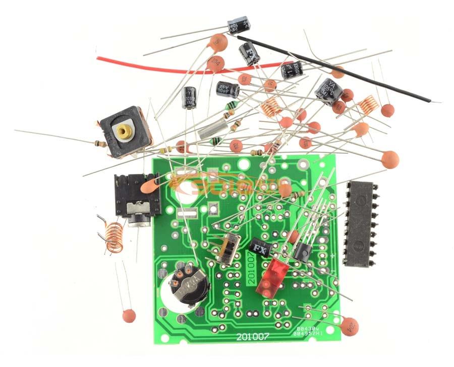 BP机式BA1404调频立体声发射器:该发射机为套件,需自己焊接调试,该发射器体积只有BP机般大小,带腰扣,外形尺寸不含天线为8X5.5X1.5cm,采用先进的导频制调频立体声发射技术,内部电路采用BA1404集成电路,可外接立体声音源,可外接 配套的领夹式麦克风。立体声音源插口可兼做外部领夹式麦克风插口。 音频传输线或领夹式麦克风线兼做发射天线,工作频率在85-115MHz内频率连续可调,发射距离50米内,用2节7号电池供电。配套领夹式麦克风,音频传输线,配套详细原理图、装配图及调试说明。 该发射机的工