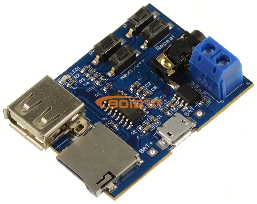 一、产品亮点:  超强音质,板载2W单声道功放(5V供电最高可达3W)直接接喇叭(建议搭配4 3W喇叭),3.5mm镀金耳机插座可接耳机或者外部音响。  带有MicroUSB供电接口,通过手机数据线使用移动电源或者USB充电器供电,也可采用3.7V锂电池,USB 5V供电。  支持TF卡(手机内储卡),U盘播放模式。  带有喇叭接线端子无需焊接,方便接线。  模块设计方便改装。 二、功能概述: 1) 支持MP3格式,上电自动播放,播放状态时红色LED指示灯更新。 2) 支持U盘(测试过32G),